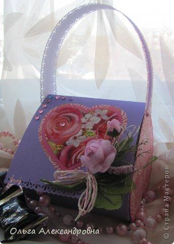 Интернете и вот наткнулась на очаровательную сумочку http://strady.org.ua/post172142788/ Я немного изменила размеры, декор упростила, чтобы мои девчонки из кружка могли справиться с такой работой и изменила ход склеивания деталей. Вот и хочу поделиться своими наработками в изготовлении такой сумочки. фото 2