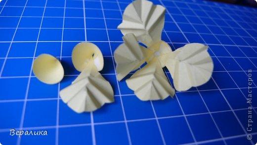 Здравствуйте, дорогие мастерицы и мастера! Ранее я уже рассказывала  вам как сделать бархатцы для картины, смотреть здесь https://stranamasterov.ru/node/627611  . Сегодня я хочу показать вам как сделать маленькие объемные желтые бархатцы для объемной вазочки. Весь МК состоит из 5 частей- всего 21 фото.  Для цветов нам понадобится: -цветная бумага для ксерокса желтого и зеленого цвета; -креповая бумага; -клей ПВА; -проволока; -пинцет. Часть I. фото 6