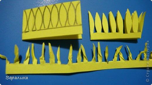 Здравствуйте, дорогие мастерицы и мастера! Ранее я уже рассказывала  вам как сделать бархатцы для картины, смотреть здесь https://stranamasterov.ru/node/627611  . Сегодня я хочу показать вам как сделать маленькие объемные желтые бархатцы для объемной вазочки. Весь МК состоит из 5 частей- всего 21 фото.  Для цветов нам понадобится: -цветная бумага для ксерокса желтого и зеленого цвета; -креповая бумага; -клей ПВА; -проволока; -пинцет. Часть I. фото 12