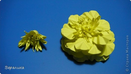Здравствуйте, дорогие мастерицы и мастера! Ранее я уже рассказывала  вам как сделать бархатцы для картины, смотреть здесь https://stranamasterov.ru/node/627611  . Сегодня я хочу показать вам как сделать маленькие объемные желтые бархатцы для объемной вазочки. Весь МК состоит из 5 частей- всего 21 фото.  Для цветов нам понадобится: -цветная бумага для ксерокса желтого и зеленого цвета; -креповая бумага; -клей ПВА; -проволока; -пинцет. Часть I. фото 14