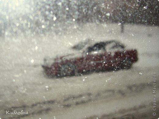 Как мы все просили у зимы снега! Все новогодние праздники прошли при +4 градусах. Какой там уж снег... Но как говорят - бойся желаний, могут исполнится. Практически за 2-3 дня температура за окном упала до 20-23 мороза!!! За сутки до катаклизма выпал снег. Нет, не так - ВЫПАЛ СНЕГ. Если я на ошибаюсь, то такая погода в моем родном Днепропетровске была лет 15-20 назад. Как и полагается порядочному катаклизму он подкрался в самое тихое время - ночью. Проснувшись утром, люди попали из лета в суровую зиму. Чтобы пойти на работу, пришлось сначала в 4:30 утра идти откапывать подъезд. Тихо падает снежок))) фото 9