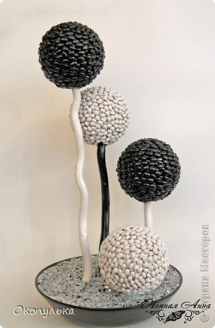 Шарики 8 см декорированы мелкой фасолью в два слоя фото 1