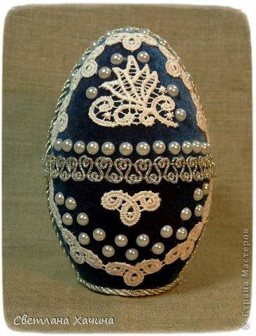"""Потихоньку сочиняются яйца. Немножко поэкспериментировала с клеем, теперь знаю, что оптимальный из доступных всё-же клей """"Момент"""", полубусинки на синем яйце попробовала приклеить """"Титаном"""", но они с лёгкостью отпадают, хотя вначале весьма прочно держались. фото 2"""