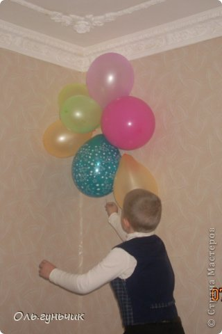Всем привет!!! я уже показывала предыдущие наши дни рождения, вот тут: https://stranamasterov.ru/node/563783 и https://stranamasterov.ru/node/563735 А теперь хочу показать новые праздники... На каждый день рождения вешаю на стену вот такой вот паровоз, у него тут 5 вагонов, столько же лет Вите...вот на каждом вагоне Витин портрет))) сразу видно каким был и каким стал... фото 15