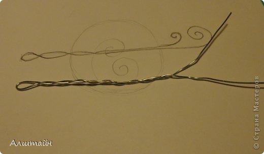 """После моего МК """"Закладка для книги из проволоки"""" http://stranamasterov.ru/node/718387, я решила ещё поэкспериментировать с проволокой и попробовать в такой же технике сделать заколку для волос. Весь процесс создания заколки я решила фотографировать и, если конечный результат понравиться, то поделиться моим опытом с Вами, мои дорогие Мастерицы! Что из этого получилось, смотрите... фото 11"""