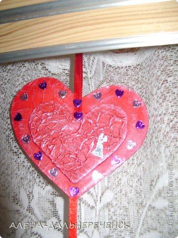 Поздравляю всех с днем Валентина-всех влюбленных. Валентинки делала из картона- в работе использовала салфетки, шпаклевку, контуры,стразы, бисер, паетки, атласные ленточки. акриловый лак и краски фото 7