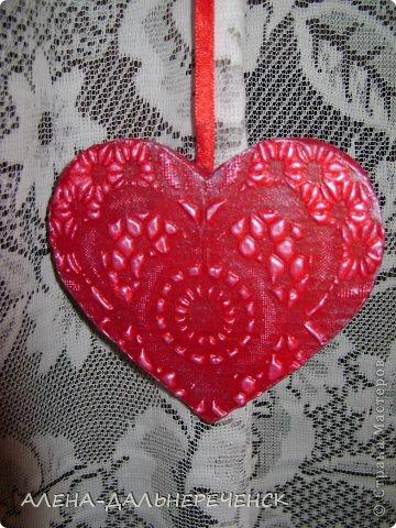 Поздравляю всех с днем Валентина-всех влюбленных. Валентинки делала из картона- в работе использовала салфетки, шпаклевку, контуры,стразы, бисер, паетки, атласные ленточки. акриловый лак и краски фото 11