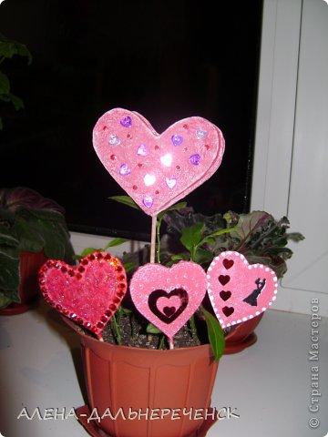 Поздравляю всех с днем Валентина-всех влюбленных. Валентинки делала из картона- в работе использовала салфетки, шпаклевку, контуры,стразы, бисер, паетки, атласные ленточки. акриловый лак и краски фото 4