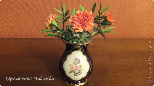Добрый день любимая Страна! Сегодня я к Вам с повторюшками цветочков. Цветы увидела у замечательной мастерицы Татьяны ( Сапфир )  https://stranamasterov.ru/node/452732, очень понравились, попробовала тоже сделать, но у меня нет кристальной бумаги, поэтому я сделала из простой гофрированной. Татьяна, огромное Вам спасибо за Ваше творчество.  Уезжала надолго в гости к внукам, а когда вернулась, всё никак не могла настроится на творческую волну и решила пока попробовать свои силы вот в таких маленьких пробных цветочках.   Цветы нам дарят настроенье, И пробуждают вдохновенье, Как символ чистой красоты, Ведь очень трудно без мечты!  И остаётся прочно с нами, Всё то, что связано с цветами, В них растворились краски звёзд, И мир любви без мук и слёз!   Стихи Марка Львовского фото 8