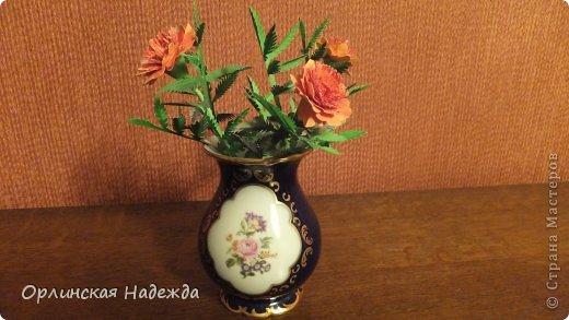 Добрый день любимая Страна! Сегодня я к Вам с повторюшками цветочков. Цветы увидела у замечательной мастерицы Татьяны ( Сапфир )  https://stranamasterov.ru/node/452732, очень понравились, попробовала тоже сделать, но у меня нет кристальной бумаги, поэтому я сделала из простой гофрированной. Татьяна, огромное Вам спасибо за Ваше творчество.  Уезжала надолго в гости к внукам, а когда вернулась, всё никак не могла настроится на творческую волну и решила пока попробовать свои силы вот в таких маленьких пробных цветочках.   Цветы нам дарят настроенье, И пробуждают вдохновенье, Как символ чистой красоты, Ведь очень трудно без мечты!  И остаётся прочно с нами, Всё то, что связано с цветами, В них растворились краски звёзд, И мир любви без мук и слёз!   Стихи Марка Львовского фото 9