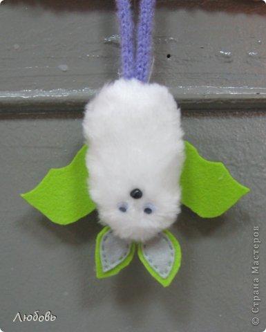 Здравствуйте дорогие мастера Страны мастеров. Очередная тема наших занятий была  летучие мышки.  Вот такая нежная мышка получилась у Анечки (2 кл).