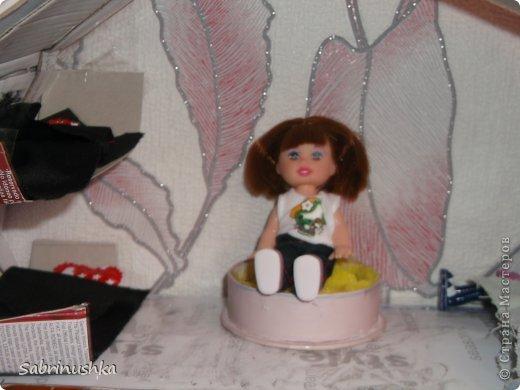 Френки 21 год, но в душе она ребенок, ее любимая еда это бургеры и макароны с сыром.  Она любит одеваться модно и очень любит платья.  Она любит плавать. Кстати я вам хочу сказать, что когда Френки купается ее некоторые пряди становятся фиолетовыми. Реально. Сфотографирую скоро. Ей не нравятся стереотипы, что у нее отрываются конечности.  Френки - Это бывает в бассейне, ну и в парке, ну и дома, ну и на прогулке..... Всего то. Ой рука отвалилась! Катя не пиши это!  :) Люблю ее. Она у меня появилась 2 декабря 2013 года. У нее есть дочь Тереза. Тереза Штейн она приемыш и вампир. Ей 6 лет фото 4