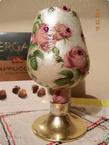 Мне очень понравилась  бутылочка-вазочка, захотелось ее как-то оформить. фото 1