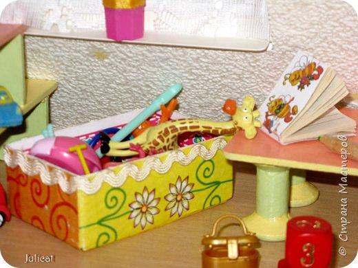 Здравствуйте, уважаемые жители Страны мастеров и ее гости!!!  Рада приветствовать вас в моей второй теме про Домик для Мишутки Даринки! Домик - это подарок моей доченьке к Новому 2014 году.  Изготовление его продолжается уже третий месяц, хоть Новый год уже давно позади....  Начало нашей истории смотрите в моем первом блоге http://stranamasterov.ru/node/713606  Итак, домик по-прежнему выглядит так. фото 38