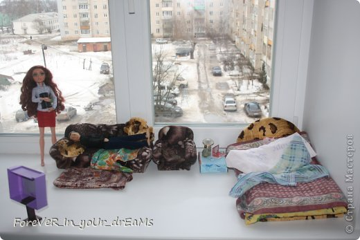 Мы жили в однокомнатной квартирке. Мой муж Дима целыми днями лежал на диване и смотрел свой футбол. Он даже не работал. фото 1