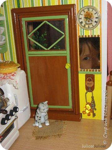 Здравствуйте, уважаемые жители Страны мастеров и ее гости!!!  Рада приветствовать вас в моей второй теме про Домик для Мишутки Даринки! Домик - это подарок моей доченьке к Новому 2014 году.  Изготовление его продолжается уже третий месяц, хоть Новый год уже давно позади....  Начало нашей истории смотрите в моем первом блоге http://stranamasterov.ru/node/713606  Итак, домик по-прежнему выглядит так. фото 45