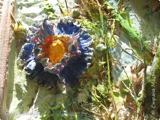 Сделала племяннице на день рождения вот такое панно.Опять, цветы-всё таки день рождения, на пороге весны.. Цветовую гамму взяла в голубых и зелёных тонах. У нас уже чувствуется приближение весны. Солнышко светит ярко, пригревает.Этим настроением навеяна моя работа. Фоток много, пыталась фотографировать при разном освещение. фото 7