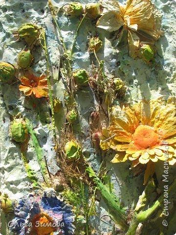 Сделала племяннице на день рождения вот такое панно.Опять, цветы-всё таки день рождения, на пороге весны.. Цветовую гамму взяла в голубых и зелёных тонах. У нас уже чувствуется приближение весны. Солнышко светит ярко, пригревает.Этим настроением навеяна моя работа. Фоток много, пыталась фотографировать при разном освещение. фото 8