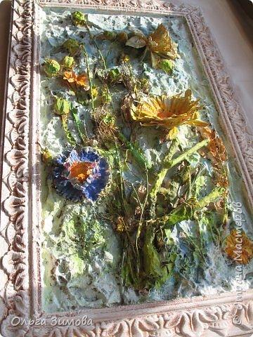 Сделала племяннице на день рождения вот такое панно.Опять, цветы-всё таки день рождения, на пороге весны.. Цветовую гамму взяла в голубых и зелёных тонах. У нас уже чувствуется приближение весны. Солнышко светит ярко, пригревает.Этим настроением навеяна моя работа. Фоток много, пыталась фотографировать при разном освещение. фото 3