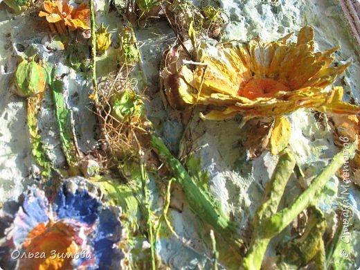 Сделала племяннице на день рождения вот такое панно.Опять, цветы-всё таки день рождения, на пороге весны.. Цветовую гамму взяла в голубых и зелёных тонах. У нас уже чувствуется приближение весны. Солнышко светит ярко, пригревает.Этим настроением навеяна моя работа. Фоток много, пыталась фотографировать при разном освещение. фото 11