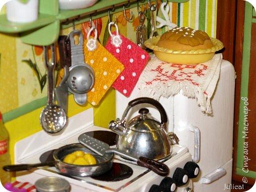 Здравствуйте, уважаемые жители Страны мастеров и ее гости!!!  Рада приветствовать вас в моей второй теме про Домик для Мишутки Даринки! Домик - это подарок моей доченьке к Новому 2014 году.  Изготовление его продолжается уже третий месяц, хоть Новый год уже давно позади....  Начало нашей истории смотрите в моем первом блоге http://stranamasterov.ru/node/713606  Итак, домик по-прежнему выглядит так. фото 52