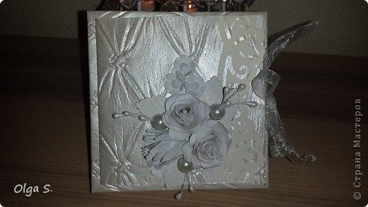 Вот такая свадебная коробочка получиласэ. Розочки ручной работы.