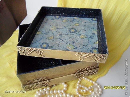 Привет всем! Была коробка из очень плотного картона, по прочности напоминает дерево, а всего лишь это коробочка от конфет! Вот я ее и переделала, а что получилось, решать вам! Тапки и помидоры приветствуются! фото 4