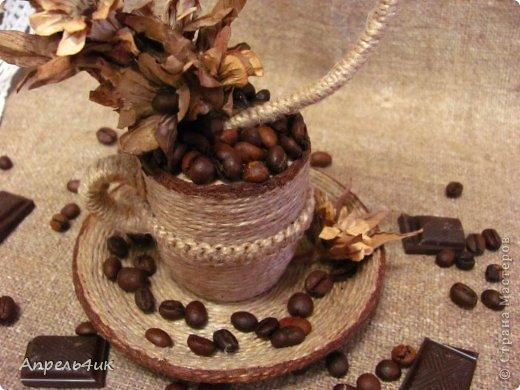 Доброго времени суток всем, кто заглянул ко мне в гости на чашечку кофе. Широко известно, что пара глотков этого крепкого ароматного напитка избавят от апатии и депрессии. Первая чашка у меня была новогодняя с ёлочкой https://stranamasterov.ru/node/687329 ,  а теперь вот цветущая восьмерка с ароматом кофе, корицы и гвоздики.  фото 8