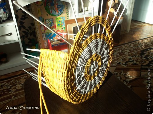 Мастер-класс Поделка изделие Плетение Сумочка для девчушки Бумага газетная Трубочки бумажные фото 4