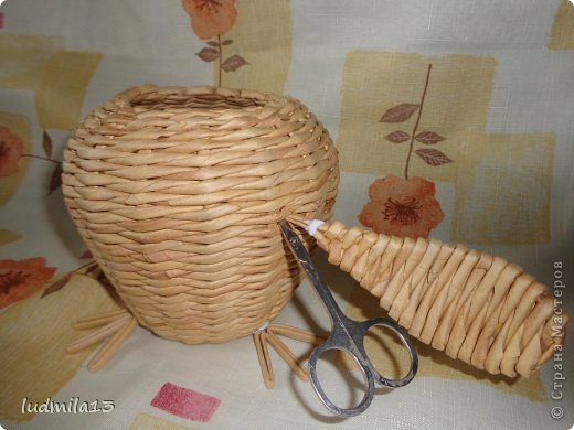 Мастер-класс Поделка изделие Пасха Плетение МК курочки Бумага газетная Трубочки бумажные фото 19