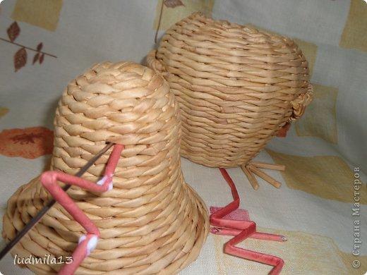 Мастер-класс Поделка изделие Пасха Плетение МК курочки Бумага газетная Трубочки бумажные фото 32