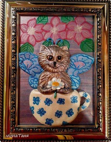 Здравствуйте!!! Предлагаю слепить котёнка - бабочку, по картинке для вышивки, которую нашла в инете. Я леплю из холодного фарфора. Холодный фарфор делаю по рецепту : 1 ст. л. соды, 1ст. л. клея для обоев, 1 ст. л. воды, перемешать, добавить немного масла Джонсон бейби или вазелинового масла и пару капель моющего для посуды. В клее должен быть модифицированный крахмал (читаем на пачке).