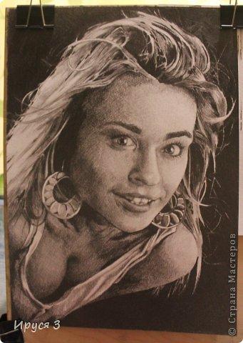 девушку рисовал Максим карандашом с фотографии -)))