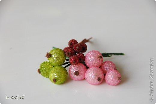 Веточка с ягодами для украшения. Недавно в магазине увидела веточки с ягодками и тут же подумала, что у меня дома все есть, что бы сделать что-то похожее. Так что принимайте... фото 4