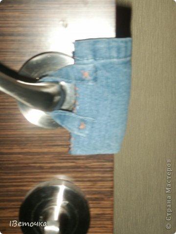 Надоели тряпки, висящие на дверях, которые предназначены для того, чтобы защелка замка не клацала при закрывании. Как завелись подобные атрибуты на дверях после рождения сына (чтоб не разбудить), так руки не доходят облагородить это дело. Наконец-то нашлось чуть времени, да и обрезки джинсов лежали на виду... фото 11