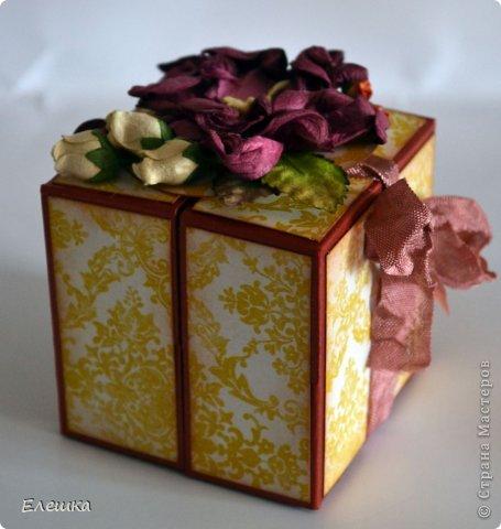 Всем привет! Сегодня хочу показать вам коробочку для небольшого подарка, что именно в ней будет не знаю (мне не сказали, а я и не настаивала) предложила сделать такую раскладушку и девочке идея пришлась по душе. А вам я мк дам http://whiffofjoy.blogspot.ru/2010/07/baby-gift-box-by-inge-groot.html делается очень быстро и легко! фото 2