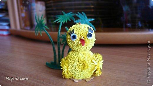 Поделка изделие Квиллинг Цыпленок под пальмой Бумажные полосы фото 1