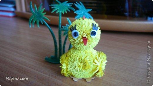 Поделка изделие Квиллинг Цыпленок под пальмой Бумажные полосы фото 7