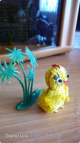 Поделка изделие Квиллинг Цыпленок под пальмой Бумажные полосы фото 3