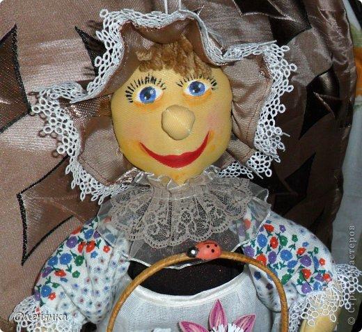 добрый день жители страны ! пошила себе наконец то куклу пакетницу. если на лицо смотреть издали то так вроде ничего ,а вот поближе лучше не рассматривать .в оригинале конечно лицо не такое яркое и краска одна из под другой не так просвечивает. фото 7