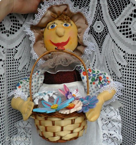 добрый день жители страны ! пошила себе наконец то куклу пакетницу. если на лицо смотреть издали то так вроде ничего ,а вот поближе лучше не рассматривать .в оригинале конечно лицо не такое яркое и краска одна из под другой не так просвечивает. фото 3