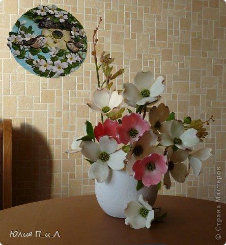 Сегодня я вам покажу, как сделать цветущий кизил, не тот, что цветет в некоторых  садах бывшего постсоветского пространства,  а калифорнийский (Flowering Dogwood (Córnus Flòrida)). Давно на него заглядывалась, и сначала в попытке работы с соленым тестом сделала птичек на кизиле по известной картинке  Каролин Shores Райт. И вот руки дошли и до букетных цветов.Но обо всем по порядку.