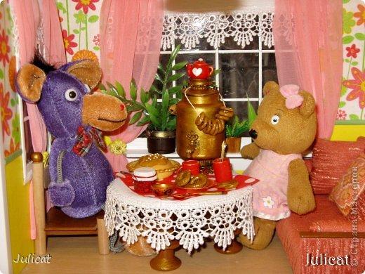 Кукольная жизнь Мастер-класс 8 марта Моделирование конструирование Самовар в кукольный домик Бисер Бусины Бутылки пластиковые Клей Краска Материал бросовый Трубочки коктейльные фото 30