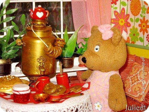 Здравствуйте, уважаемые жители Страны мастеров и ее гости!!!  Рада приветствовать вас в моей второй теме про Домик для Мишутки Даринки! Домик - это подарок моей доченьке к Новому 2014 году.  Изготовление его продолжается уже третий месяц, хоть Новый год уже давно позади....  Начало нашей истории смотрите в моем первом блоге http://stranamasterov.ru/node/713606  Итак, домик по-прежнему выглядит так. фото 68