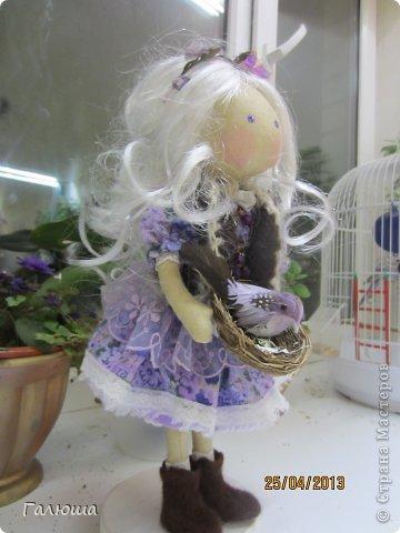 Весенняя девочка с птичкой фото 2