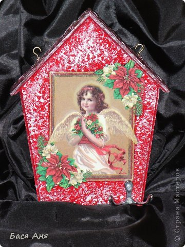 """Ключница """" Ангел Рождества""""    Салфетка, подрисовка, 3-и Д гель на крыльях и цветах."""