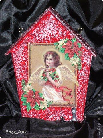 """Ключница """" Ангел Рождества""""    Салфетка, подрисовка, 3-и Д гель на крыльях и цветах. фото 2"""