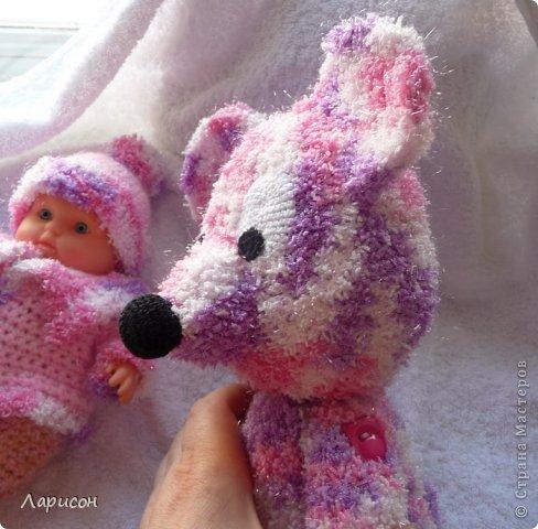 Для крестницы Ксении связала мышонка и купленному пупсику одёжку потеплее, ведь дело было в середине января... фото 3