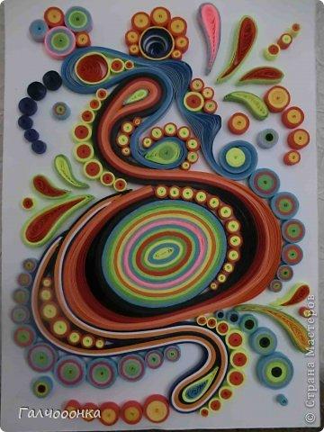 """Здравствуйте, дорогие гости и жители С.М. Я к вам с небольшой работой на абстрактную тему. На Хомячке новое квиллинг-задание """"Абстракция"""". http://homyachok-scrap-challenge.blogspot.com/2014/02/abstractio.html Очень захотелось поучаствовать! Долго рассматрива различные абстрактные картинки в интернете... нашла много идей, выбрала пару картинок в качестве эскиза... но когда села за творчество, решила попробовать пофантазировать... Рисунок пошел сам собой! Вот что у меня вышло из этого! Ну а что это я и сама не знаю... есть конечно у меня некие ощущения, когда я смотрю на нее... например мне вспомиается микробиология из курса учебы в университете... всякие микроорганизмы, бактерии или даже какой нибудь вирус.... Очень хотелось бы узнать, что видите Вы, уважаемые гости, в этой работе! Спасибо всем за внимание! Приятного просмотра и творческого полета фантазии!"""
