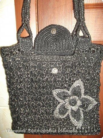 Здравствуйте мои дорогие жители страны мастеров! Доброго всем времени суток! И вновь я представляю вашему вниманию свою новую коллекцию сумок и рюкзаков связанных из полиэтиленовых пакетов. Каждое изделие оформлено застёжками - молниями или магнитами, внутри пришит подклад. Первая сумочка молодёжная с одной ручкой.    фото 14